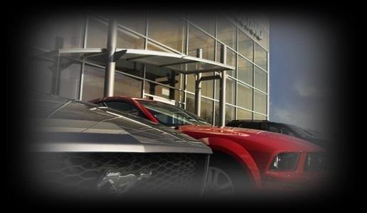 zdjęcie zaparkowanych samochodów na tle budynku